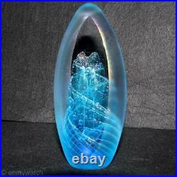 AMAZING Vtg BRIAN MAYTUM Paperweight SIGNED U. S. ArT GLaSs Blue IRIDESCENT