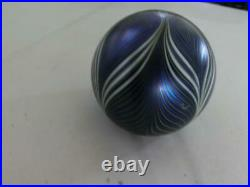 Beautiful Vintage Orient & Flume Pulled Feather Art Glass Paperweight