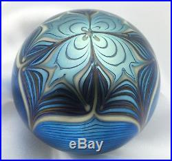 ORIENT & FLUME VINTAGE Blue Iridescent Aurene Pulled Feather Paperweight 1976