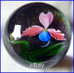 SIGNED Vintage DANIEL SALAZAR 1985 LUNDBERG STUDIO Floral Glass Paperweight